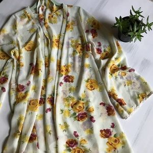 Tobi light floral kimono with waist tie